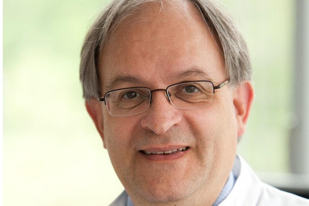 Angesehener Experte und gefragter Gesprächspartner, vor allem in Zeiten der Corona-Pandemie: Prof. Uwe Gerd Liebert leitete das Institut für Virologie am UKL seit einem Vierteljahrhundert. Nun geht er in den Ruhestand. Foto: Stefan Straube / UKL