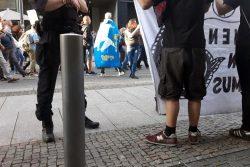 Protest am Wegesrand unter Polizeibeobachtung. Foto: L-IZ.de