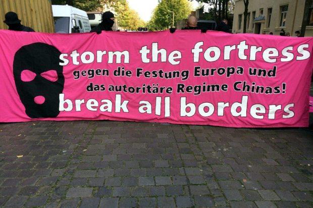 Storm the Fortress - das Motto der heutigen Demo. Foto: L-IZ.de