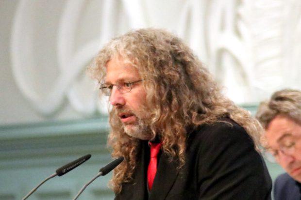 Thomas Kuno Kumbernuß (Die PARTEI) hatte vor Monaten den erfolgreichen Vorschlag zur Umbenennung der Arndtstraße in Hanna-Arendt-Straße eingebracht. Foto: L-IZ.de