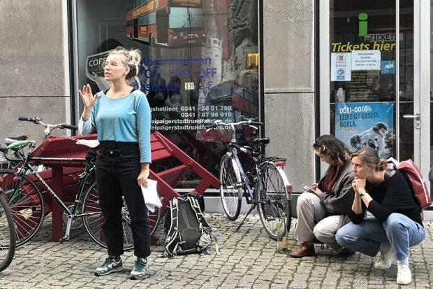 Linda, Michelle und Jona führen durch die Stadt. Foto: Pia Benthin