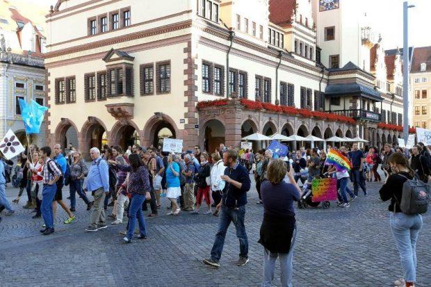 Und los geht der Tanz Richtung Katharinenstraße gegen 17:45 Uhr. Foto: L-IZ.de