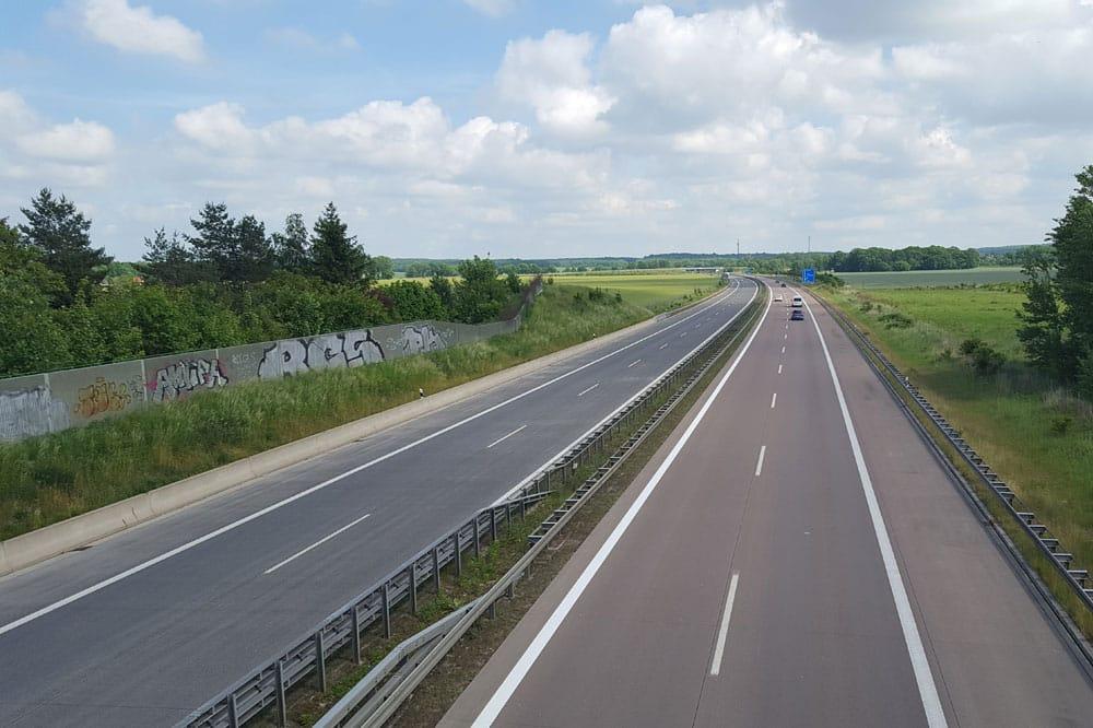 An den Autobahnen in Sachsen wird es vorerst keine Corona-Tests mehr geben. Foto: L-IZ.de