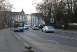 Heute bedienen noch die Buslinien 70 und 74 die mögliche künftige Straßenbahntrasse. Foto: Marko Hofmann