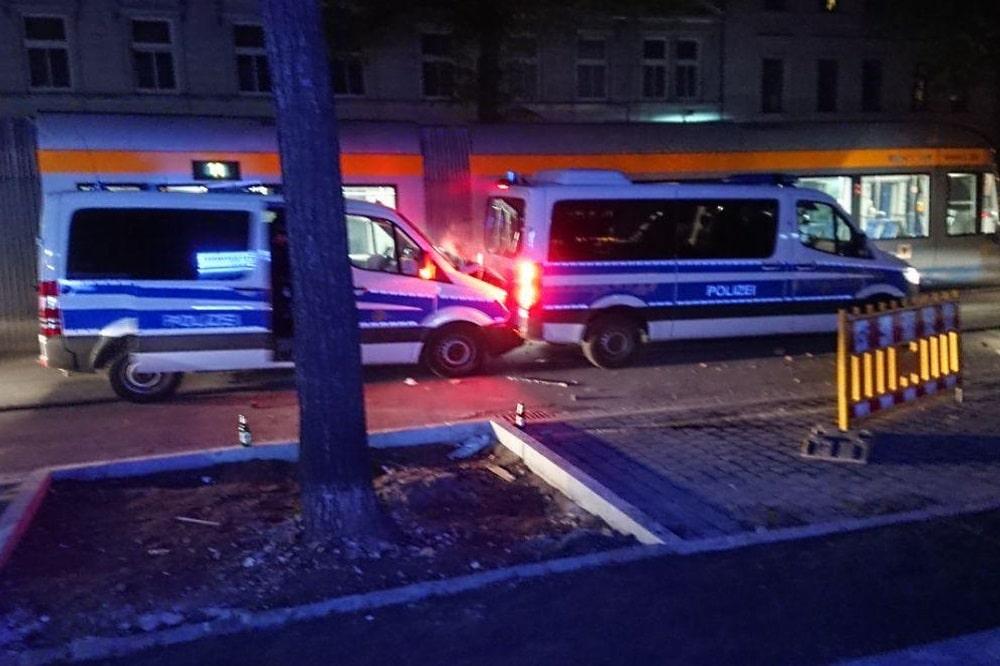 Zwei Polizeieinsatzfahrzeige fuhren bei einer Bremsung aufeinander auf. Foto: Privat