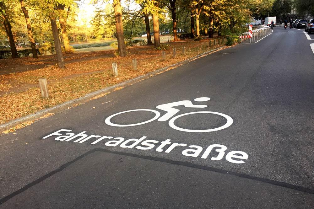 Piktogramm Fahrradstraße am Deutschen Platz. Foto: Stadt Leipzig