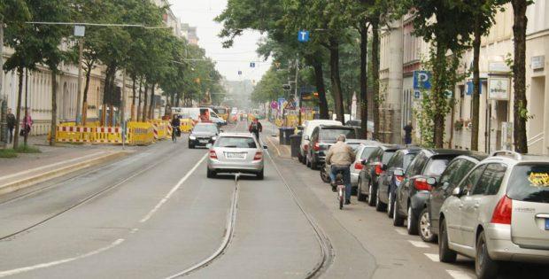 Die Könneritzstraße kurz vor der Haltestelle Holbeinstraße. Archivfoto: Ralf Julke