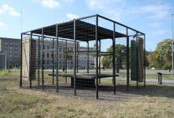 Der Kubus auf dem Wilhelm-Leuschner-Platz. Foto: Ralf Julke
