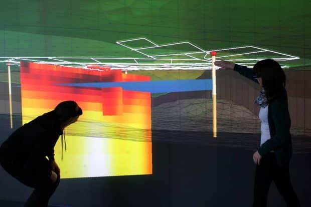 Eine Vision ist es, überschüssige Wärme/Kälte zu speichern und im Winter zum Heizen bzw. im Sommer zum Kühlen zu nutzen. Die dafür nötigen Erdwärmesonden planen die Forschenden mithilfe von Virtual Reality. Foto: Lars Bilke/UFZ-Vislab