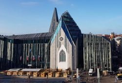 Das Paulinum der Universität Leipzig steht heute an der Stelle der einstigen Universitätskirche St. Pauli. Foto: Marko Hofmann