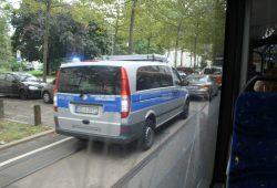 Wenn alles nichts hilft, wird die Polizei gerufen. Foto: Ralf Julke