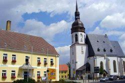 Rathaus und Laurentiuskirche in Markranstädt. Foto: Stadt Markranstädt