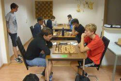 Der Kampf an den Spitzenbrettern im U16-Qualifikationsturnier zur Deutschen Meisterschaft. Foto: Frank Willberg