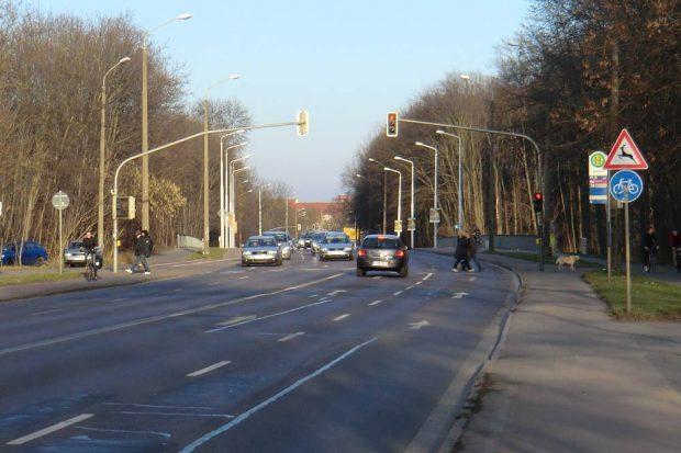 Die neue Straßenbahntrasse würde durch den Schleußiger Weg führen. Foto: Marko Hofmann