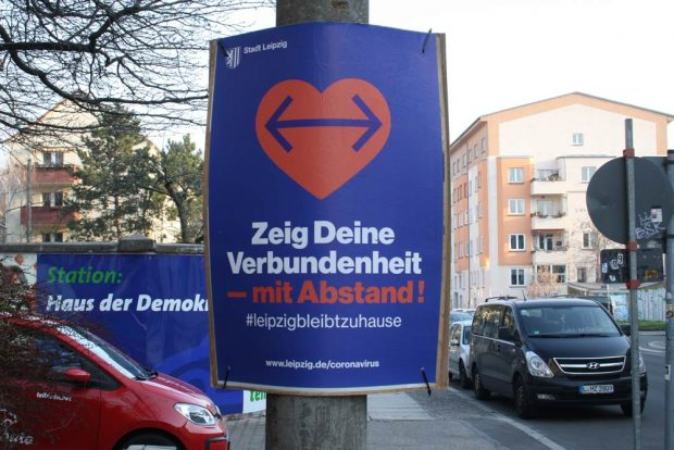 Plakat aus der Frühzeit von Corona in Leipzig. Foto: Ralf Julke