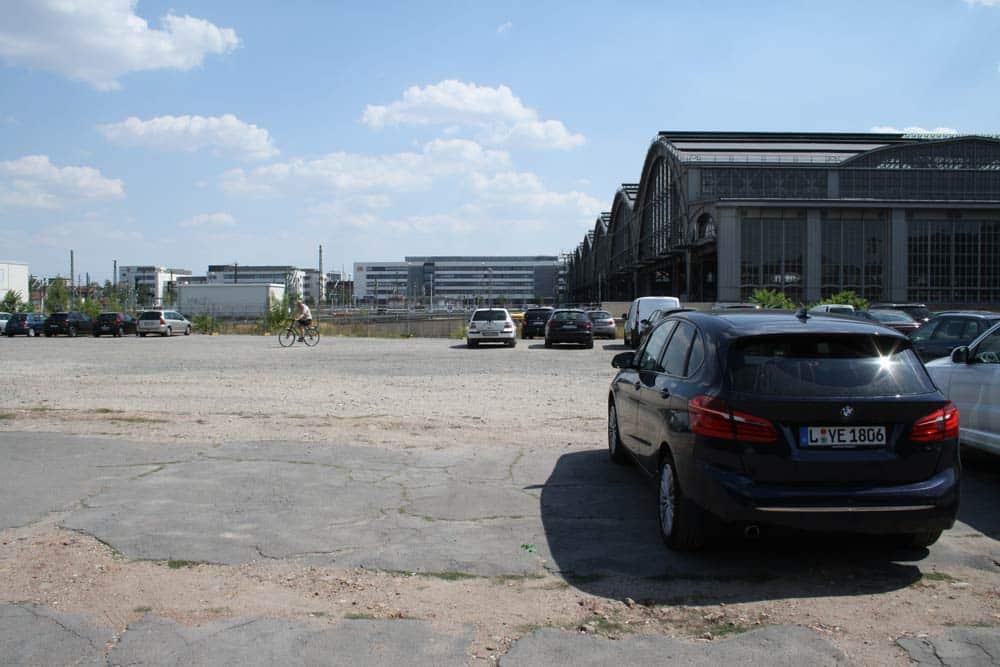 Westseite des Hauptbahnhofs: Noch unvorstellbar, was hier mal gebaut werden soll. Foto: Ralf Julke