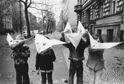 Roger Melis, Kinder in der Kollwitzstraße, Berlin 1974 © Nachlass Roger Melis