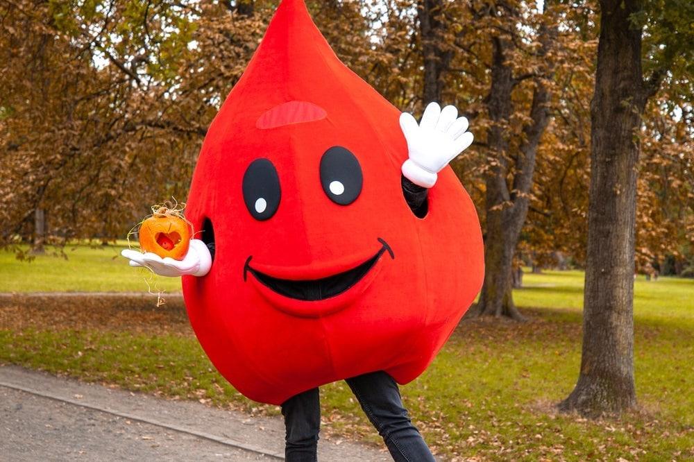 """Blut spenden & gewinnen: UKL-Blutbank motiviert ab 19. Oktober mit neuen Aktion """"Herbstblutspende!"""" zum aktiven Lebenretten. Foto: Hagen Deichsel/UKL"""