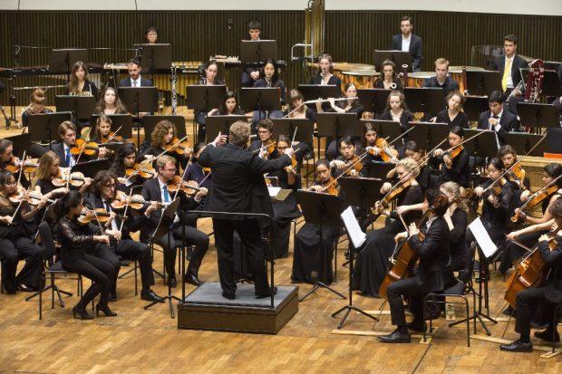 Das Hochschulsinfonieorchester unter der Leitung von Prof. Matthias Foremny im Gewandhauskonzert 2019 © Gert Mothes