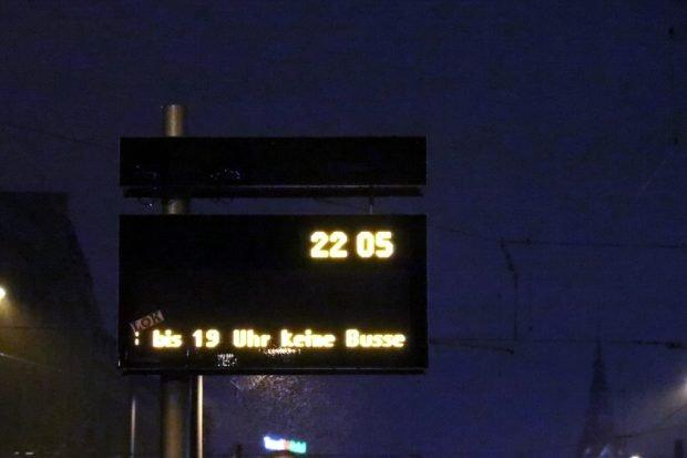"""Die Warnung bereits am Abend vor dem 15. Oktober 2020 - nichts geht mehr, wenn die systemrelevanten Berufsgruppen """"zurückklatschen"""". Foto: L-IZ.de"""