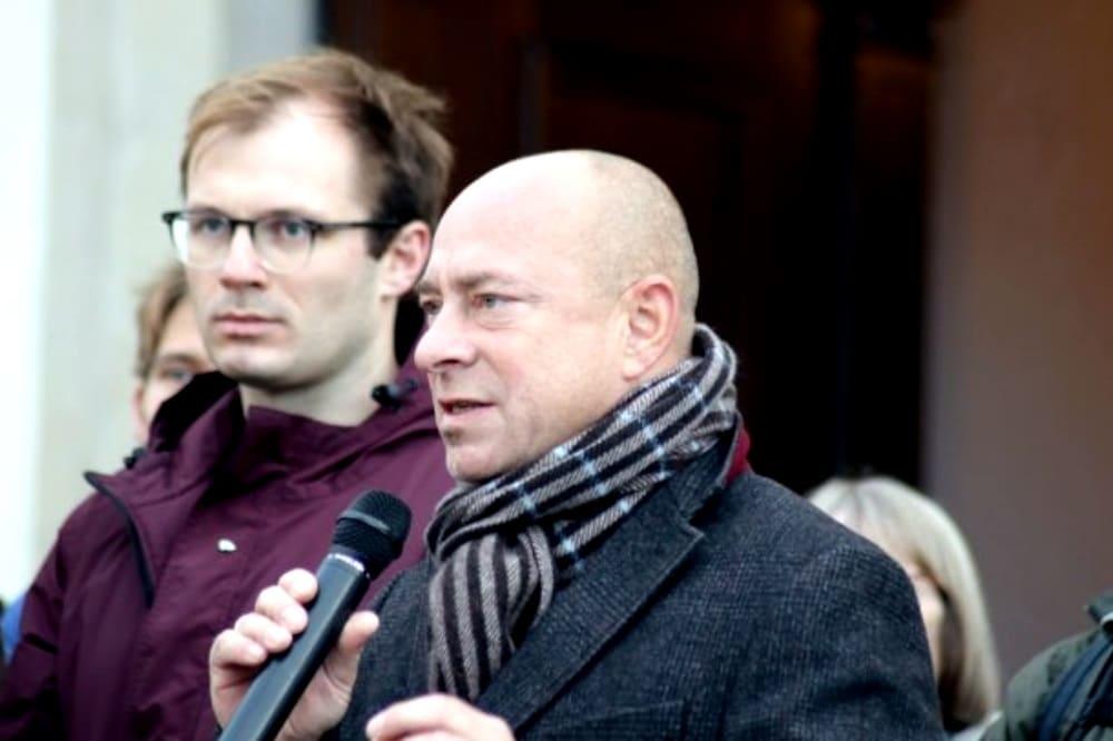 Dr-Thomas Feist beim Gedenken zum Anschlag in Halle. Foto: L-IZ.de