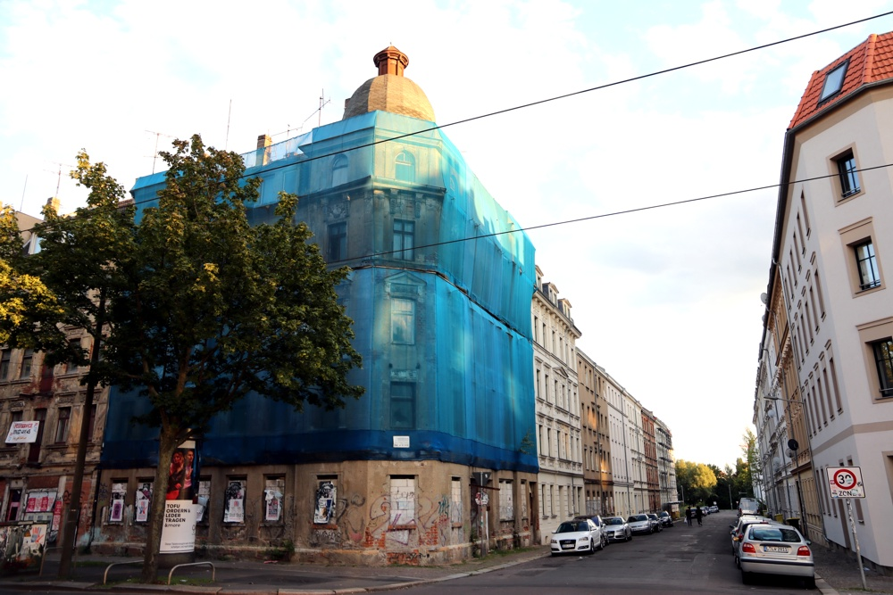 Eisenbahnstraße, Ecke Edlichstraße 2. Ein dominantes Gebäude verfällt am Torgauer Platz. Foto: L-IZ.de