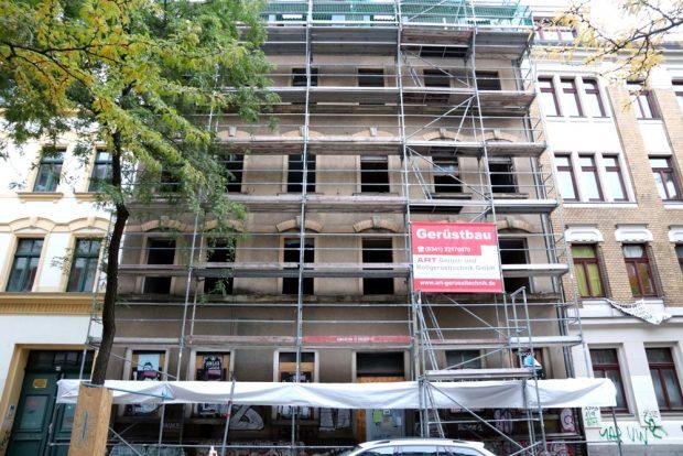 Ludwigstraße 64 (das Gerüst wurde nach Anwohnerangabe kurz nach der Luwi-Besetzung errichtet). Foto: L-IZ.de