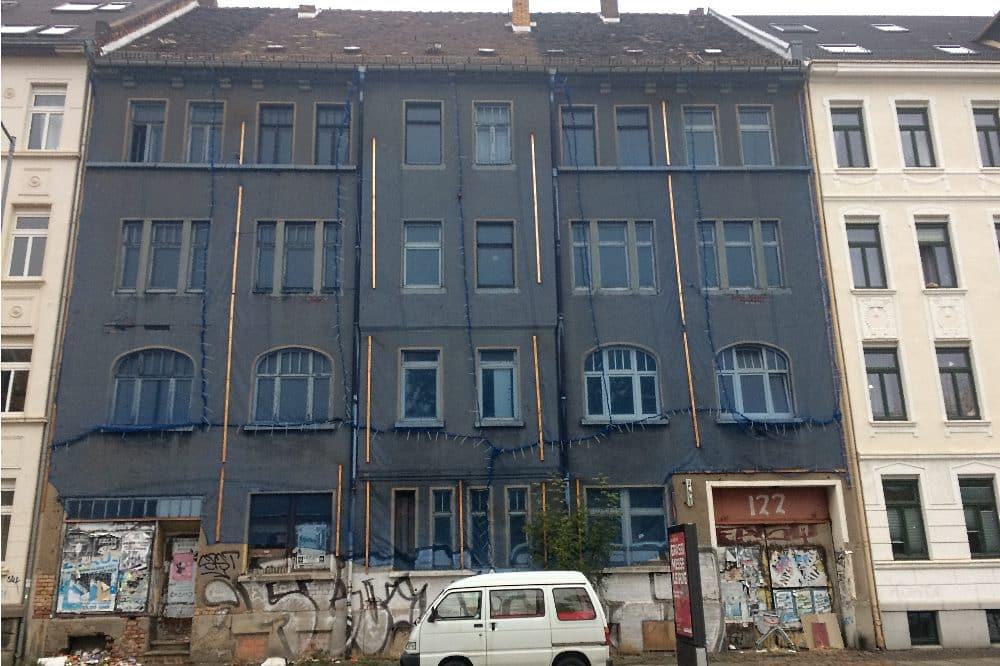Merseburgerstr 122, evtl 1 oder 2 Wohnungen bewohnt (Gardine oben). Foto: Privat