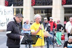 Demonstration von Pandemie-Leugner/-innen auf dem Marktplatz in Leipzig. Foto: L-IZ.de