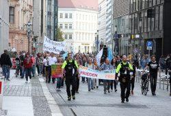 Ein sogenannter Spaziertanz durch die Leipziger Innenstadt. Foto: L-IZ.de