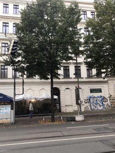Waldstraße 7, Außenfassade wurde vor Jahren mal gemacht, aber Rückseite und Innenbereich sind unsaniert. Foto: Privat