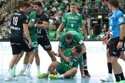 Im Duell zwischen Lukas Binder (am Boden) und Jan Remmlinger (links) kochten die Emotionen hoch. Foto: Jan Kaefer