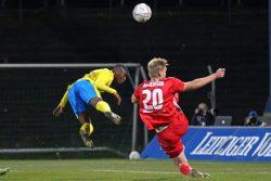 Kopfball-Chance für Gabriel Boakye. Foto: Jan Kaefer