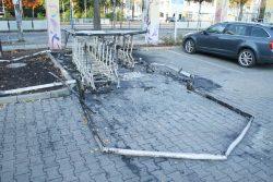 Der abgebrannte Unterstand am Rewe-Markt in Connewitz. Foto: Ralf Julke
