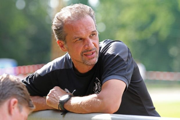 Almedin Civa löste im Sommer Wolfgang Wolf als Trainer des 1. FC Lok ab. Foto: Jan Kaefer