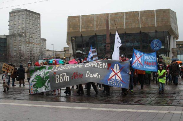 Protest gegen die damals noch viel größer geplante B87n 2012 in Leipzig. Foto: Ralf Julke