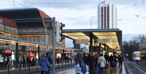 Ort der ersten Raucherinseln - LVB-Haltestelle Hauptbahnhof. Foto: Ralf Julke