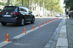 Die Sichtzeichen am Radweg in der Richard-Lehmann-Straße. Foto: Ralf Julke