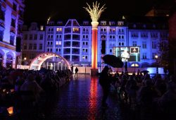 "Das ""Mini-Lichtfest"" auf dem Nikolaikirchhof 2020. Foto: L-IZ.deZ.de"