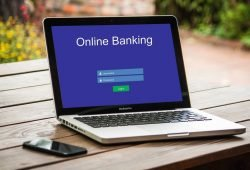 Onlinebanking ist heutzutage kaum mehr wegzudenken, da es den Zahlungsverkehr erleichtert und man nicht auf Öffnungszeiten einer Filiale angewiesen ist. Foto: Tumisu via pixabay.com