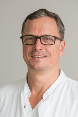 Prof. Dr. Christoph-E. Heyde, Geschäftsführender Direktor der Klinik und Poliklinik für Orthopädie, Unfallchirurgie und Plastische Chirurgie Foto: Stefan Straube / UKL