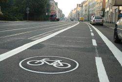 Radfahrstreifen in der Georg-Schumann-Straße. Foto: Ralf Julke