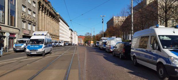 Massives - noch passives - Polizeiaufgebot am Augustusplatz. Foto: L-IZ.de