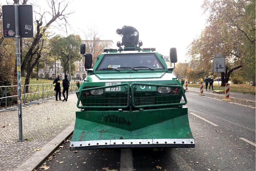 """Nach Bremen wurde auch in Dresden die """"Querdenken""""-Demo verboten und durch die Polizei gemanagt (hier am 21.11.2020 in Leipizg) Foto: Tilly Domian"""
