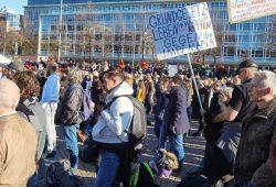 """""""Querdenken"""" um 13:40 Uhr auf dem Augustusplatz. Foto: L-IZ.de"""