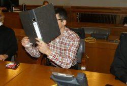 Der mutmaßliche Mörder Edris Z. (31) beim Prozessauftakt. Foto: Lucas Böhme