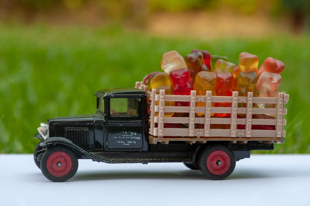Sachsen will die Zusammenarbeit mit Haribo sofort beenden und die 16.000 übrigen Gummibärchen an interessierte Schulen liefern. Foto: Andrzej Rembowski von Pixabay