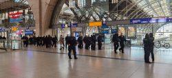 Polizei am Hauptbahnhof Leipzig zur gleichen Zeit. Foto: L-IZ.de
