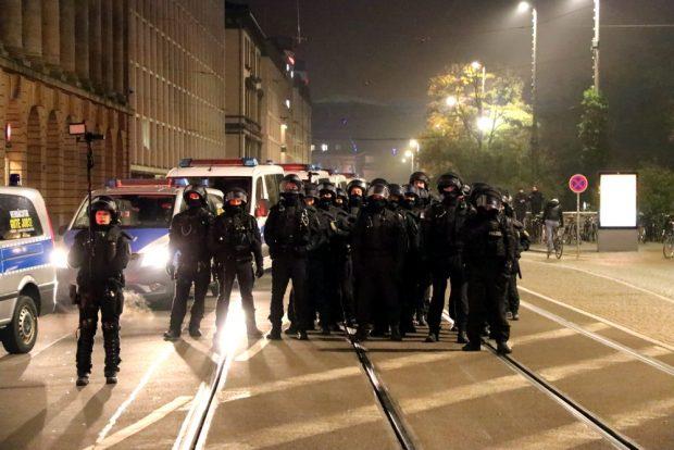 Die Polizei war auch dabei. Hatte aber wenig zu tun. Foto: L-IZ.de