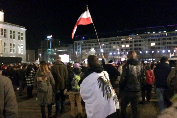 """Zurück auf dem Augustusplatz und mit """"Oh wie ist das schön"""" noch ein bisschen den Sieg feiern. Foto: L-IZ.de"""